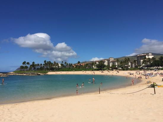 Ko Olina Lagoons: Rope separating resort beach from the public beach