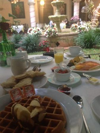 El Meson del Marques: American style breakfast at the restaurant
