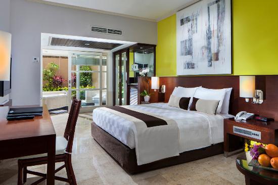사누르 파라다이스 플라자 호텔