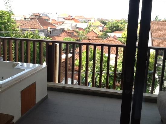 The Magani Hotel and Spa: Spa on balcony and view from room