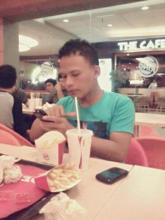 Makan Siang di Restoran Paregu Alam Sutera yang Terkenal ...