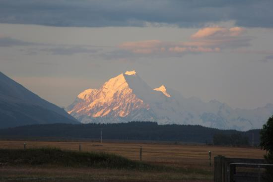 Twizel, Новая Зеландия: Sunset on Mt Cook watched from the cottage