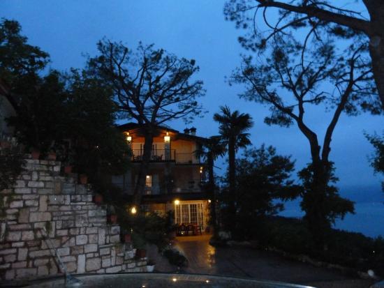 Villa Panorama: La villa è splendida anche di notte