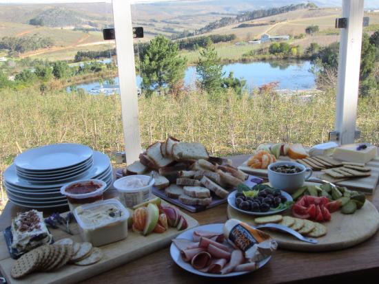โอเวอร์เบิร์ก, แอฟริกาใต้: Please note this was our own food- with a splendid view!