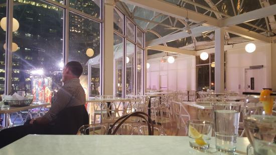 Celsius: Empty dining floor