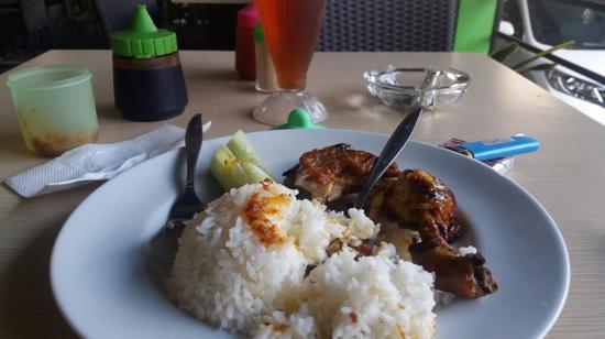 Greenade Cafe & Resto