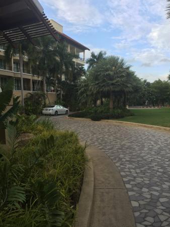 Ravindra Beach Resort & Spa: Трансфер камри