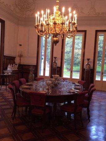 lampadari sala ballo - Picture of Villa Pignatelli, Naples - TripAdvisor