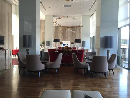 The Sense De Luxe Hotel : лобби