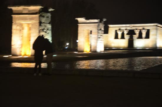 templo de debod by night