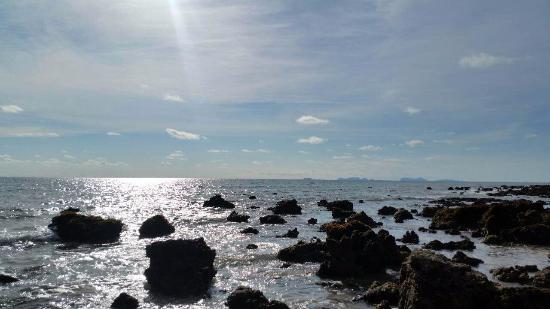 Rawi Warin Resort & Spa: The beach