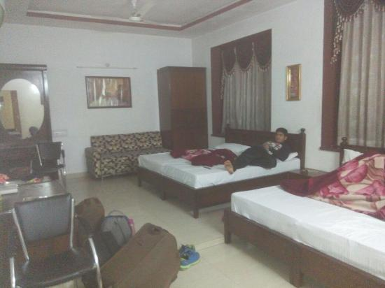photo0 jpg picture of oyo 2130 hotel hk continental amritsar rh tripadvisor in