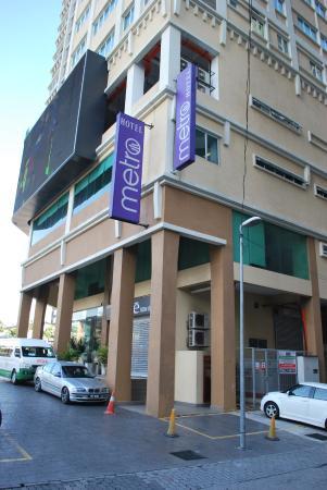 Metro Hotel: Hotel Exterior