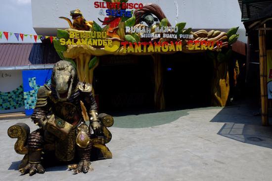 buaya nongkrong picture of predator fun park batu tripadvisor rh tripadvisor com