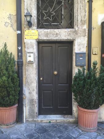 City's House B&B: La puerta del hotel
