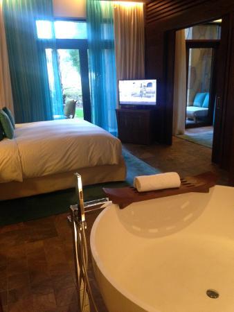 Bagno e camera da letto con accesso al giardino privato - Picture of ...