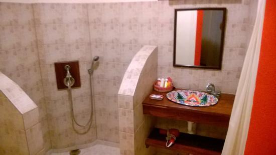 Cabinet de toilette, avec eau chaude ! - Picture of Casa Abanico ...