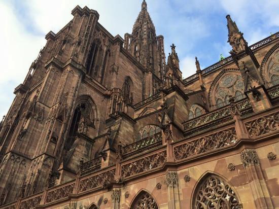 Domkirken Notre Dame de Strasbourg: View near the tour entrance