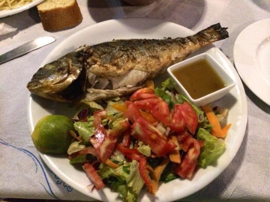 Stratos Restaurant : Frischer Fisch, zusammen mit Van beim Händler gekauft