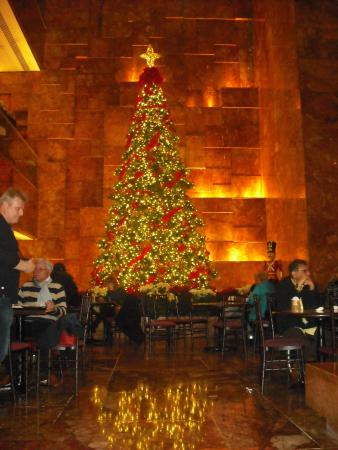Trump Tower Bar and Grill: Trump Tower Christmas Tree