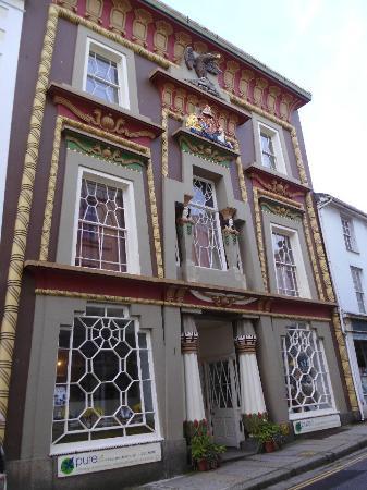 The Egyptian House: look