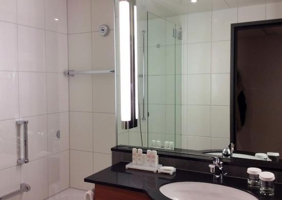 Radisson Blu Hotel, St. Gallen: Very clean bathroom