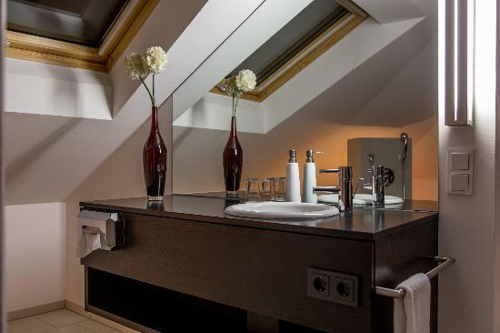 Hotel Restaurant Bärengarten: Waschecke in Junior Suite
