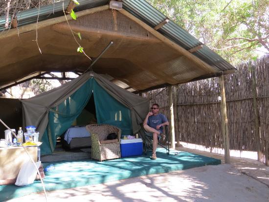 The Old Bridge Backpackers En suite tent & En suite tent - Picture of The Old Bridge Backpackers Maun ...