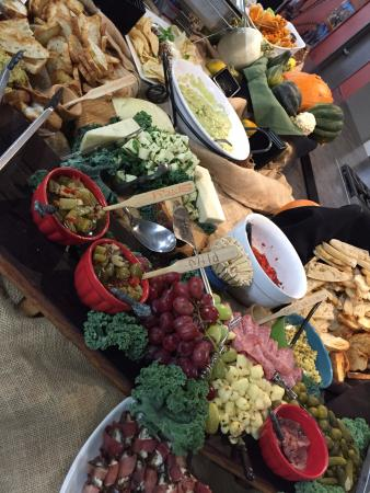 Ottumwa, Αϊόβα: An amazing spread was provided by the vendors during a reception.