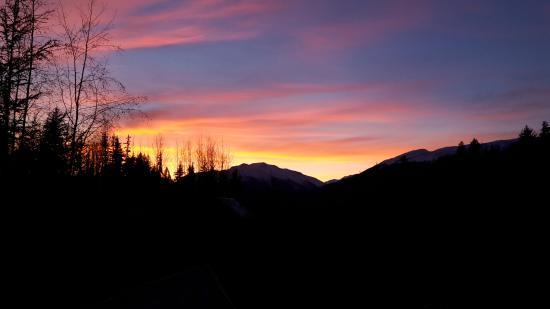 New Aiyansh, Kanada: Sunset view from the Yoga hall