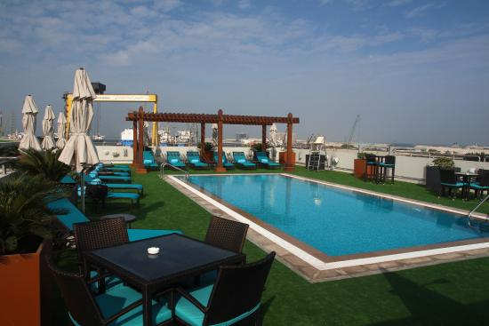 Blick von dachterrasse picture of hilton garden inn for Garden pool dubai