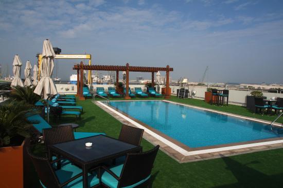 Dachterrasse mit pool picture of hilton garden inn dubai - Hilton garden inn dubai al muraqabat ...