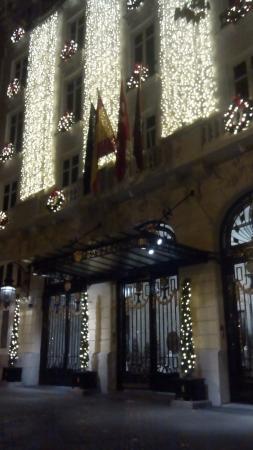 Hotel Ritz, Madrid: Fachada en Navidad