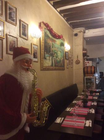 Le Soleil De Naples: Отличный праздничный вид интерьера ресторана