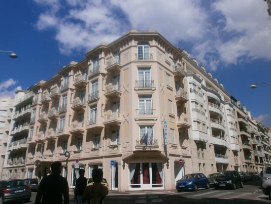 Hotel le Lausanne: outside hotel