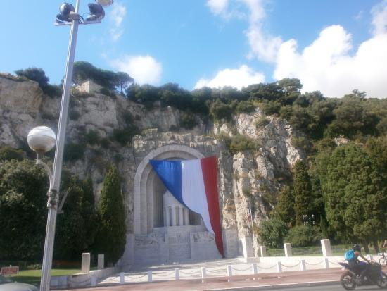 Hotel le Lausanne: Monument aux Morts - respecting those lost in war