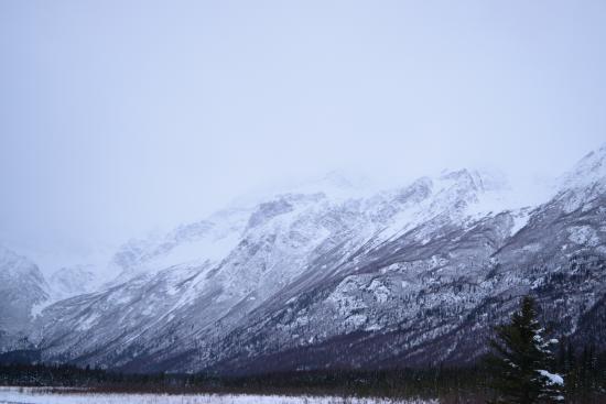 Eagle River Nature Center: surrounding mountains