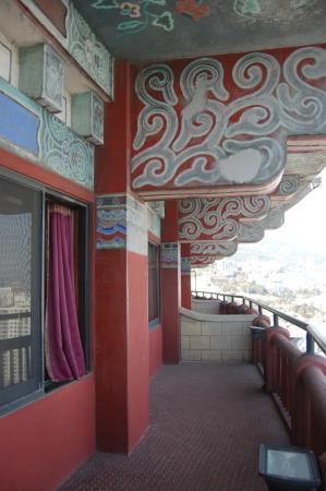 Hotel Commodore Busan: балкон и выход на него