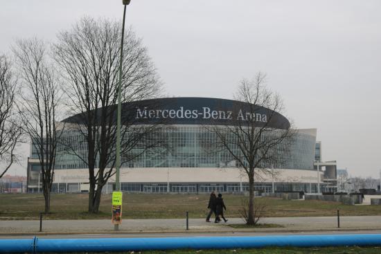 in der halle picture of mercedes benz arena berlin. Black Bedroom Furniture Sets. Home Design Ideas