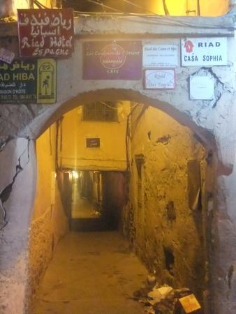Riad Dar Nakhla: calle del riad