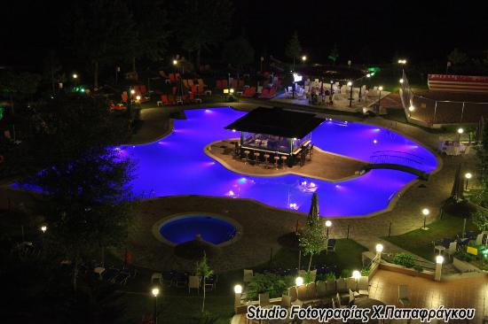 Hotel Acropol Serres : VIEW TO THE SWIMMING POOL