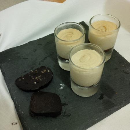 Casciana Terme Lari, Italien: Mousse alla nocciola e salame al cioccolato