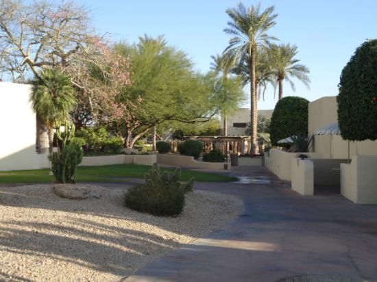 JW Marriott Camelback Inn Scottsdale Resort & Spa: Path from room to Main Lobby