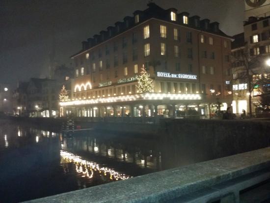 Storchen Zurich: El Hotel zum Storchen desde la el Limmatquai