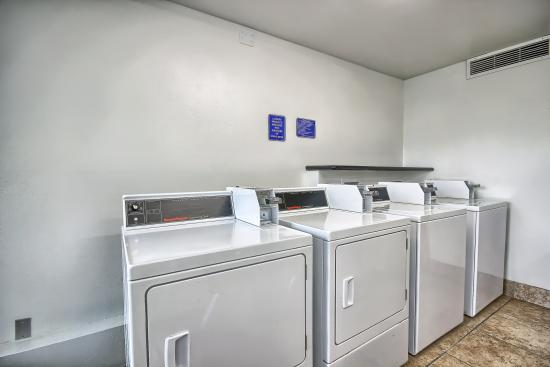 Motel 6 Columbus West: Laundry