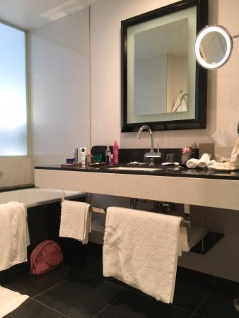 Sofitel Brussels Europe: Bathroom