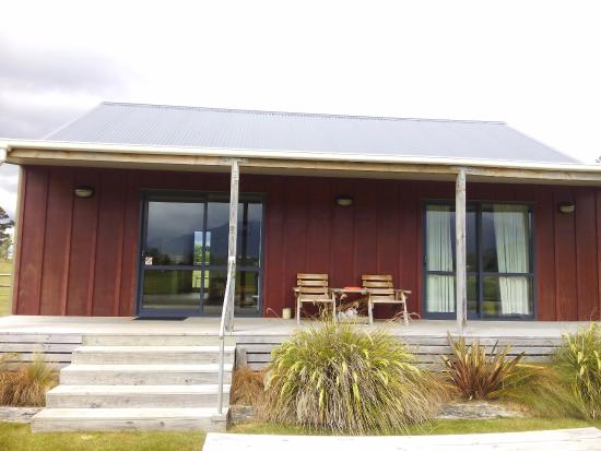 Acheron Cottages: The cottage, the right side is the room with the view