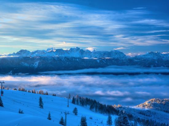 Treffen, Österreich: morning view just after sunrise