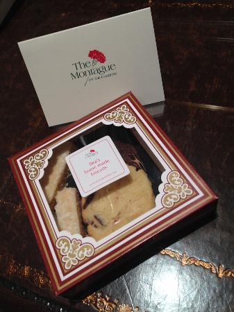 The Montague on The Gardens: Box of biscuits awaiting us upon check-in