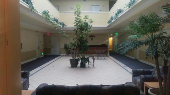 Gateway Inn and Suites Hotel: IMAG5014_large.jpg